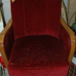 Red velvet chair will make you feel like a queen
